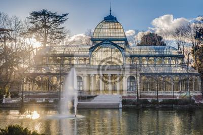 Crystal Palace od parku Retiro w Madrycie, w Hiszpanii.