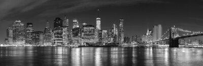 Czarno-biała Nowy Jork nocą panoramiczny obraz, USA.