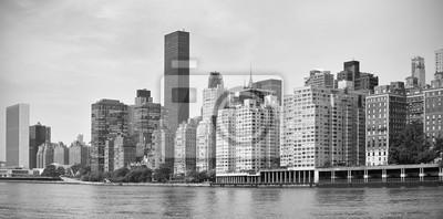 Czarno-biała panorama Midtown New York City nabrzeża, USA.