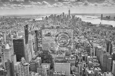 Czarno-białe zdjęcie lotnicze Manhattanu, Nowy Jork, USA.