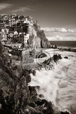 Czarno-biały Manarola w Cinque Terre