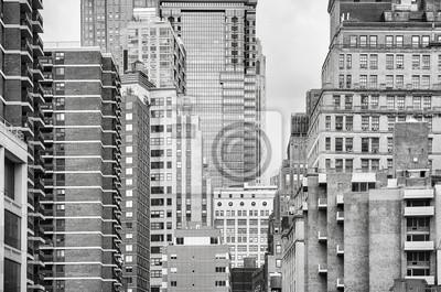 Czarno-biały obraz budynków w Nowym Jorku, USA.