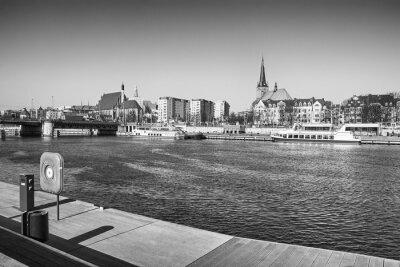 Czarno-biały obraz z Szczecin (Stettin), widok na nabrzeżu bulwaru, Polska.