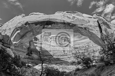 Czarny i biały obrazek Hickman most w Capitol rafy parku narodowym, Utah, usa.