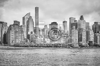 Czarny i biały obrazek Miasto Nowy Jork linia horyzontu, widok od Roosevelt wyspy, usa.