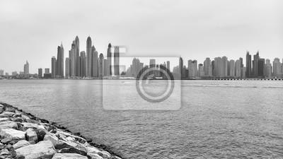 Czarny i biały panoramiczny obrazek Dubaj nabrzeże, Zjednoczone Emiraty Arabskie.