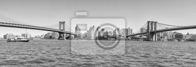 Czarny i biały panoramiczny widok most brooklyński i Manhattan most, Nowy Jork, usa.