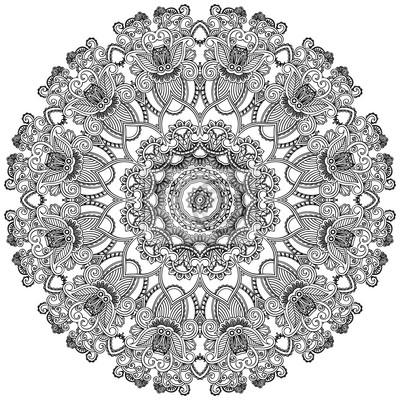 Czarny krąg koronki na białym tle. Ozdobne okrągłe