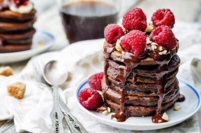 Obraz czekolada pancake z bananów, malin, orzechów i czekolady