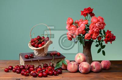Obraz Czereśnie, książki i kwiaty w wazonie