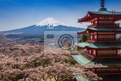 Czerwona pagoda z Mt. Fuji w tle