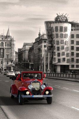 Obraz Czerwony piękne zabytkowe samochody w Pradze