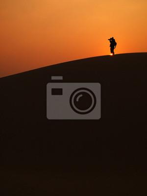 Obraz Człowiek biorąc zdjęcie na pustyni Thar, Jaisalmer państwa, Indie