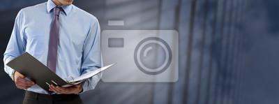 Obraz człowiek biznesu konsultuje pliki
