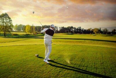 Obraz Człowiek gra w golfa