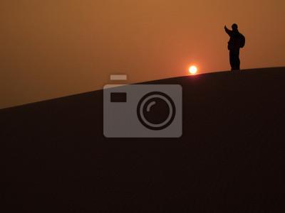 Obraz Człowiek na szczycie wydmy