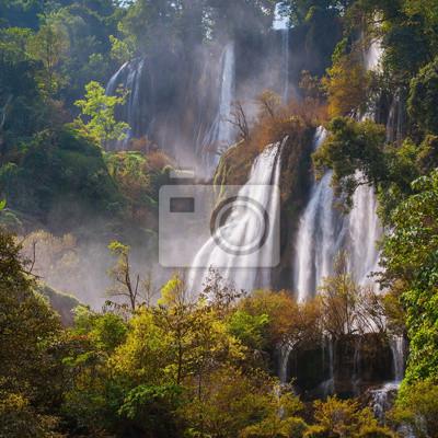 Deep Forest piękny wodospad w Thi Lo Su, Tak, Tajlandia