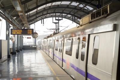 Obraz Delhi, India -  March 03, 2012: Delhi Metro station  in Delhi. Delhi Metro network consists of six lines with a total length of 189.63 kilometres (117.83 mi) with 142 stations