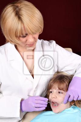 dentysta i mało kobiece dziewczyna pacjenta