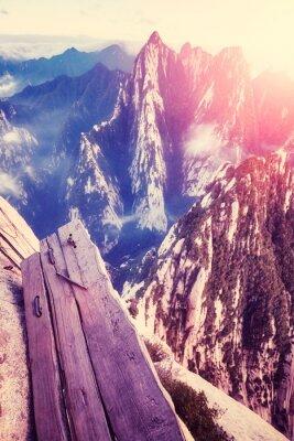 Deska spacer w niebie przy górą Hua przy zmierzchem, świat niebezpieczna podwyżka najwięcej, barwi stonowanego obrazek, Chiny.