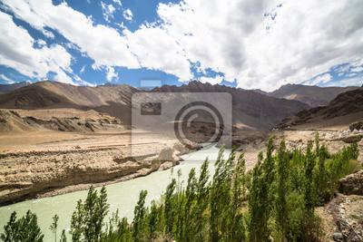 Dolina Indusu pobliżu Leh w Ladakh, Indie