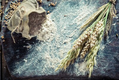 Obraz Domowe składniki na chleb i bułki z kilkoma ziarnami