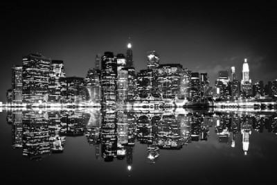 Obraz Drapacze chmur w Nowym Jorku w nocy, czarno-białe