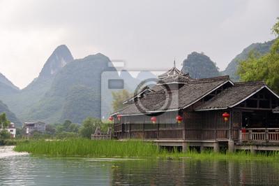 Drewniana zabudowa na TLE Gór okolicy Yangshuo