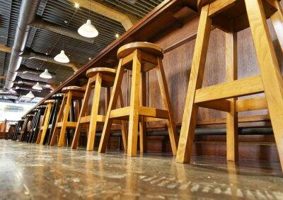 Drewniane stojaki na bar