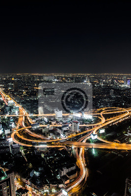 Droga ekspresowa Bangkok i autostrady widok z góry w nocy, Tajlandii