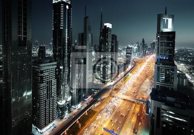 Dubai skyline w czasie zachodu słońca, w Zjednoczonych Emiratach Arabskich