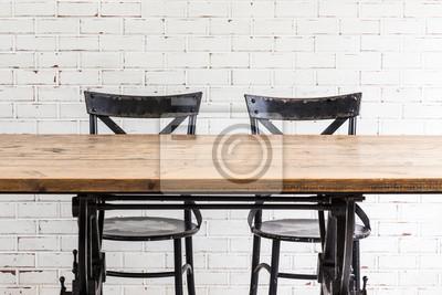 Dwa krzesła i stół