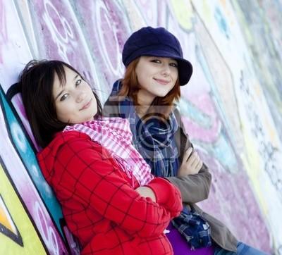Dwa szczęśliwy urban girls.