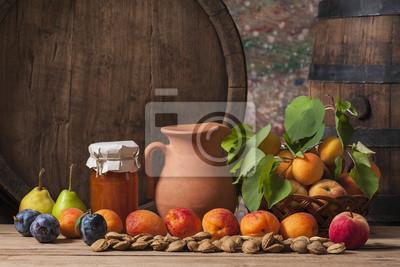 Obraz Dżem morelowy, świeże owoce i drewniane beczki