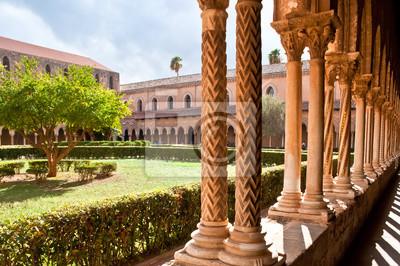 dziedziniec z kolumnami