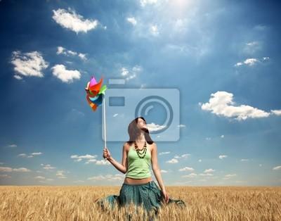 Dziewczyna z turbiny wiatrowej na pole pszenicy