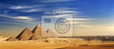 Obraz Egipt. Kair - Giza. Ogólny widok piramid i Pejzaż z Giza Plateau (na przedniej stronie: 3 piramidy znany jako piramid królowych; dalej: piramida Mykerinosa, Chefrena i Cheopsa)
