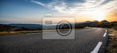 Obraz Empty long mountain road to the horizon on a sunny summer day at bright sunset