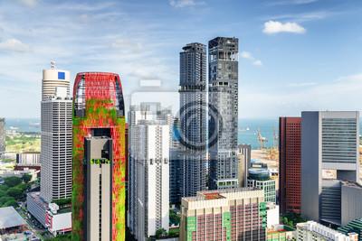 Fantastyczny widok wieżowców w centrum miasta. Singapur