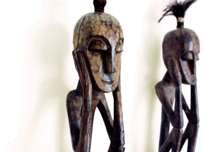 Obraz figurka myśliciel - african wood carving