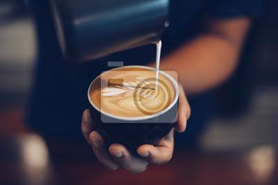 Obraz Filiżanka kawy latte w kawiarni