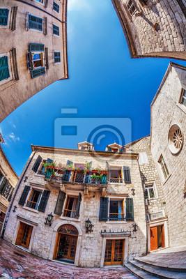 Fish-eye view of starego miasta na tle nieba