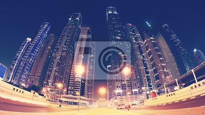 Fisheye obiektyw panoramiczny obraz centrum miasta Dubaju w nocy, tonacja kolor stosowany, Zjednoczone Emiraty Arabskie.