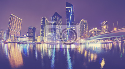 Fisheye obiektywu obrazek Dubaj Marina przy nocą, barwi stonowanego obrazek, Zjednoczone Emiraty Arabskie.