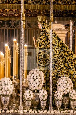 Float poświęcony Maryi Panny Ofiarowania. Procesja do wczesnych godzin z braterstwa Kalwarii. Pływak z Maryi Panny w katedrze w Sewilli.