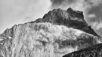 Formacje skalne Cuernos del Paine, Chile.