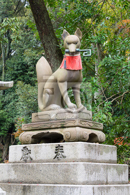 Fox w Fushimi Inari Shrine, Kyoto, Japonia