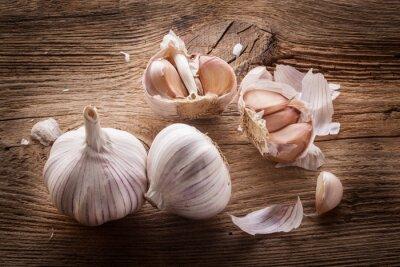 Obraz Garlic bulbs and cloves on wooden table, closeup