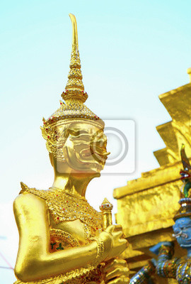 Giant / Portret Złoty Giant w Wat Phra Kaew, Świątynia Szmaragdowego Buddy, Bangkok, Tajlandia.