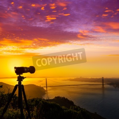 Obraz Golden Gate Bridge w San Francisco sunrise California USA z aparatu fotograficznego sylwetkę